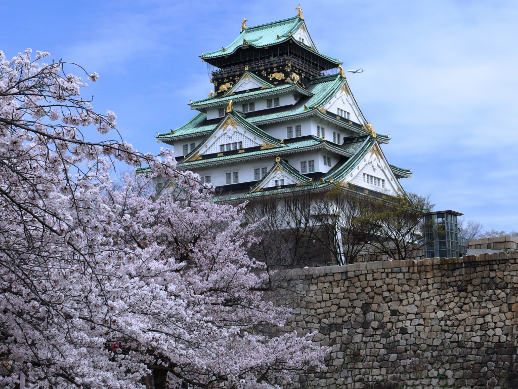 Osaka_Castle_Keep_Tower_in_201504_013
