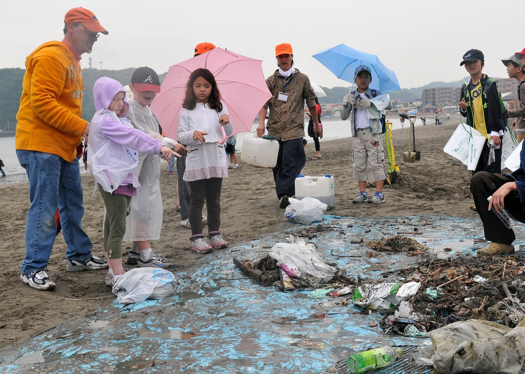 100609-N-2013O-004 ZUSHI, Japan (June 9, 2010) Scott Finlay, principal of Ikego Elementary School at Fleet Activities Yokosuka, and students conduct a beach clean-up at Zushi Beach. The clean-up included students from Ikego Elementary and Zushi Municipal Elementary School and was sponsored by the Zushi Beach Club and the Zushi Marine Association. (U.S. Navy photo by Mass Communication Specialist 3rd Class Charles Oki/Released)