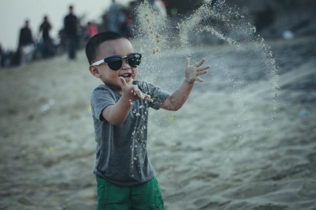 Child-playing-with-sand